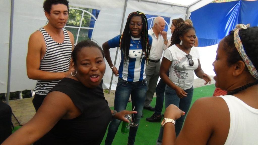 La Comunidad Garífuna disfrutando de los bailes
