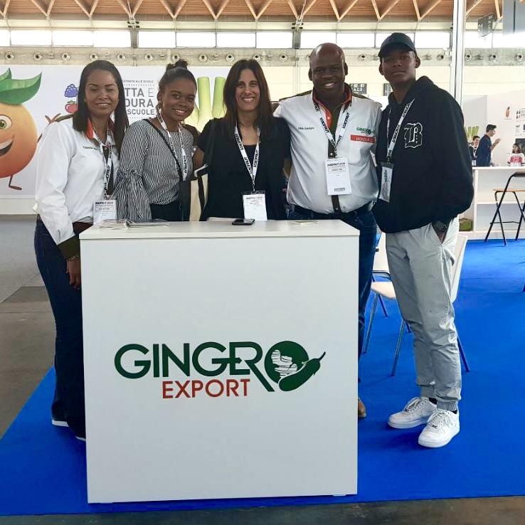 Señora Giselle Canahuati, Cónsul General de Honduras en Roma con representantes de la empresa Ginger Export: Señora Vanessa López, Señora Antonella Lacayo, Señor Otto Lacayo y Señor Antonio Lacayo.